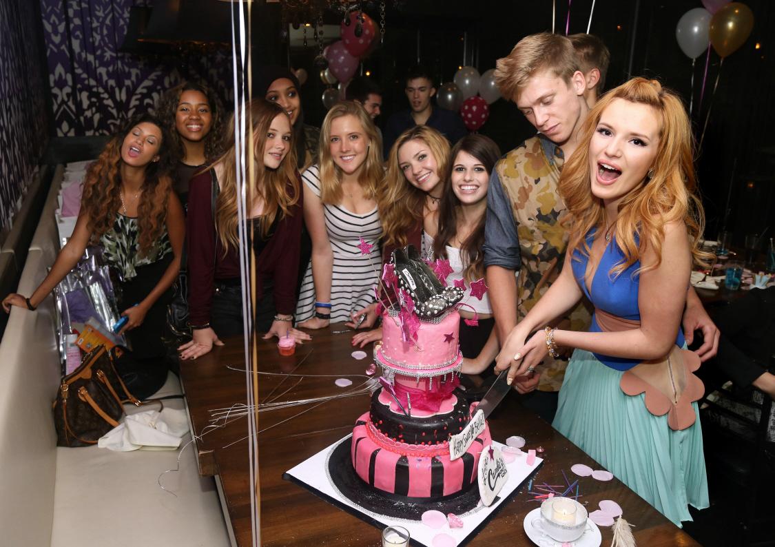 Bella-thorne-Sweet16-Birthday-Party-(10)