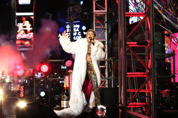 Miley+Cyrus+New+Year+Eve+Celebrated+Times+OL2LmRKh_NIl