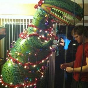 ghetto-christmas-tree-dinosaur