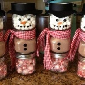 homemade-christmas-gift-ideas-diy-snowmen-jars-paper-hats-585x325
