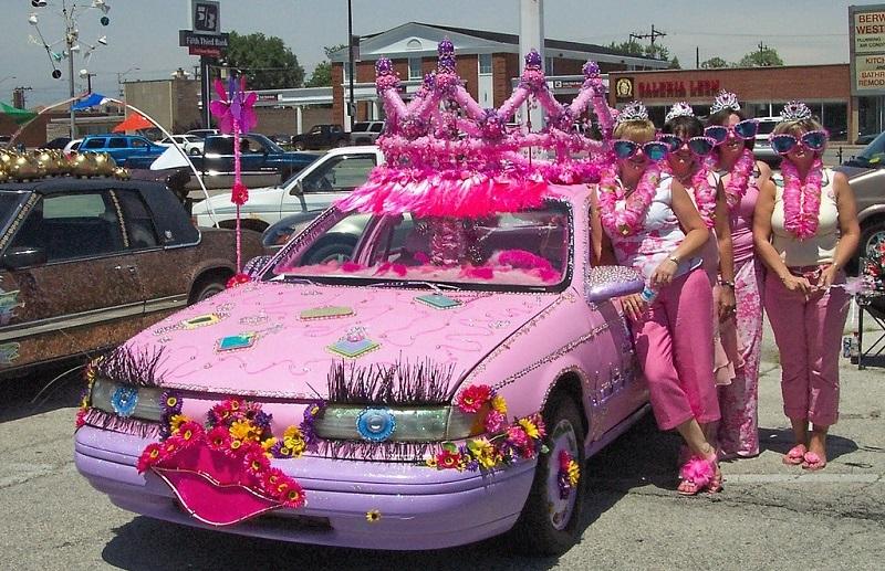 weird-cars-pink-princess-car