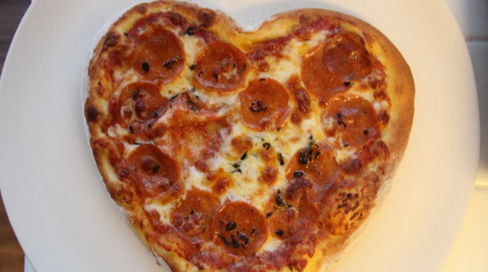 Heart-Shaped-Pizza_3
