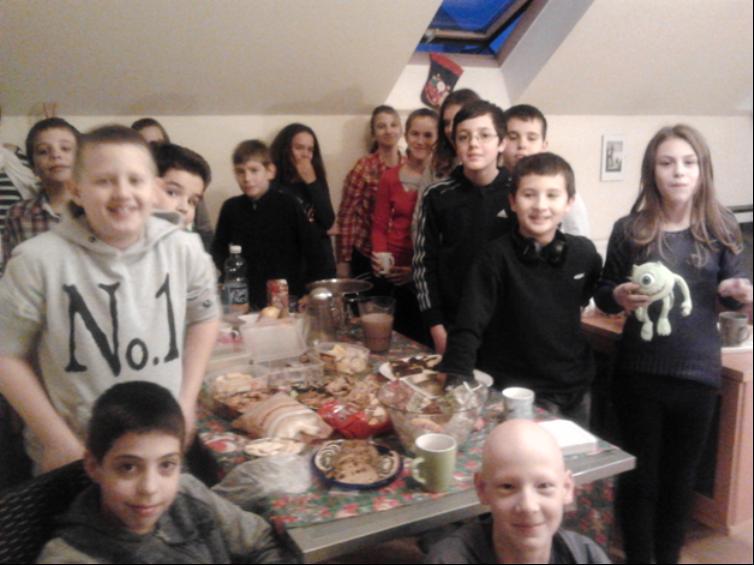 Morzsapart: Russay Olivér saját találmánya, melyre minden évben meghívja magához osztályát egy kis kis kuglófra és forró csokira