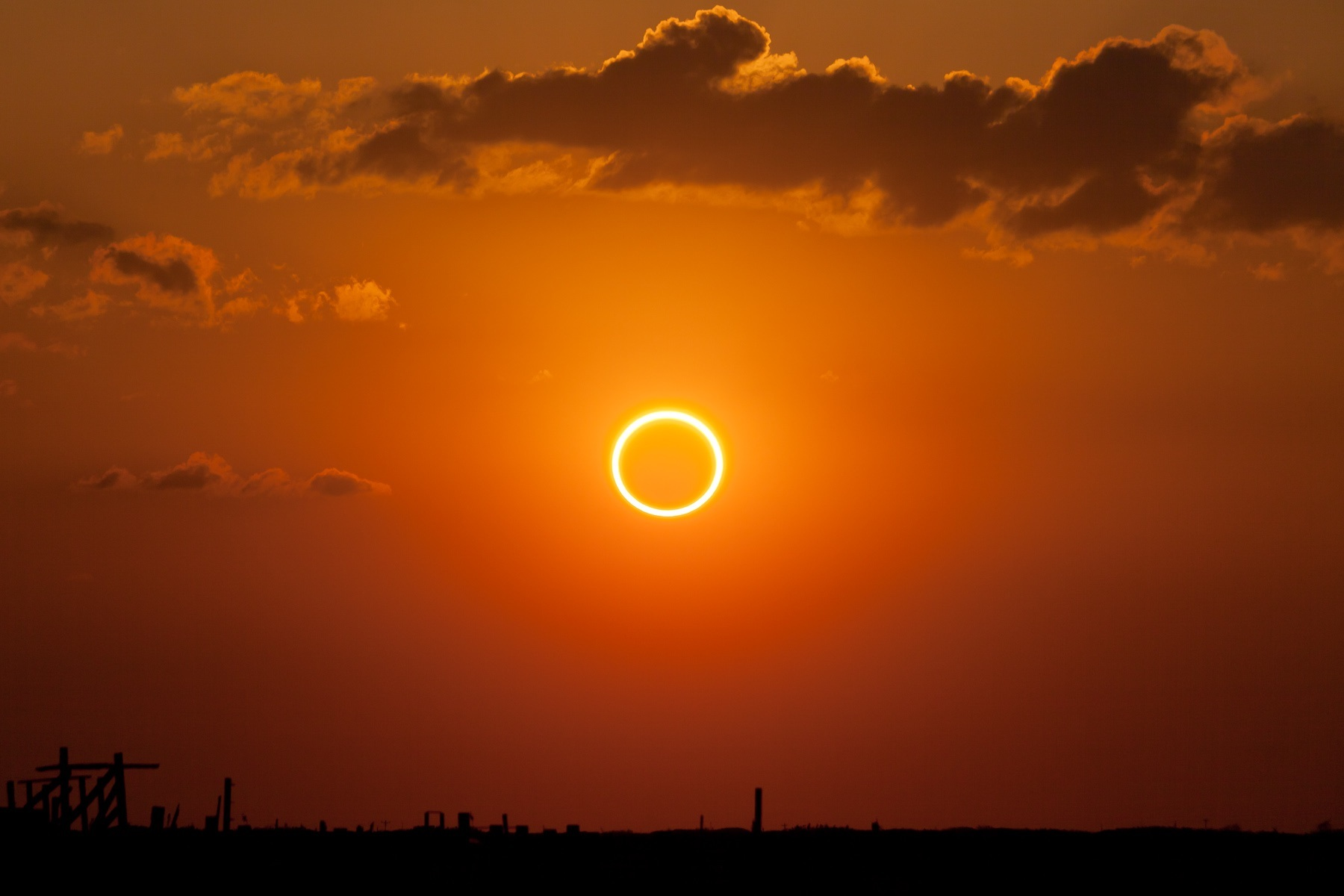 Annular_eclipse_'ring_of_fire'