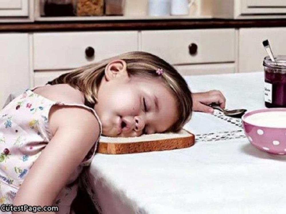 Very__Tired_Cute_Little_Girl-e1429023459390