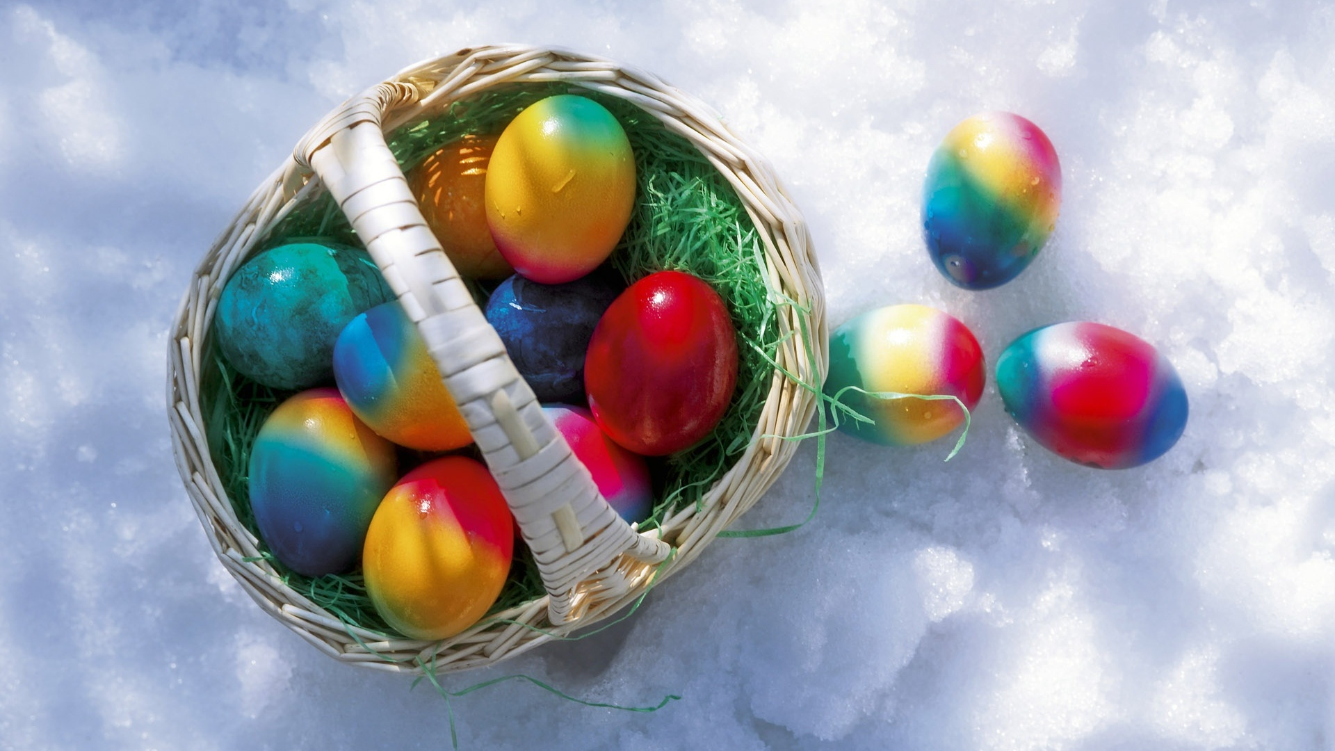 easter-eggs-in-the-snow-309399
