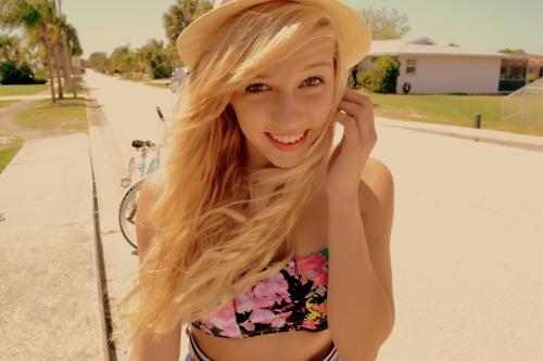 Blonde-cute-girl-pretty-separate-with-comma-Favim.com-203139