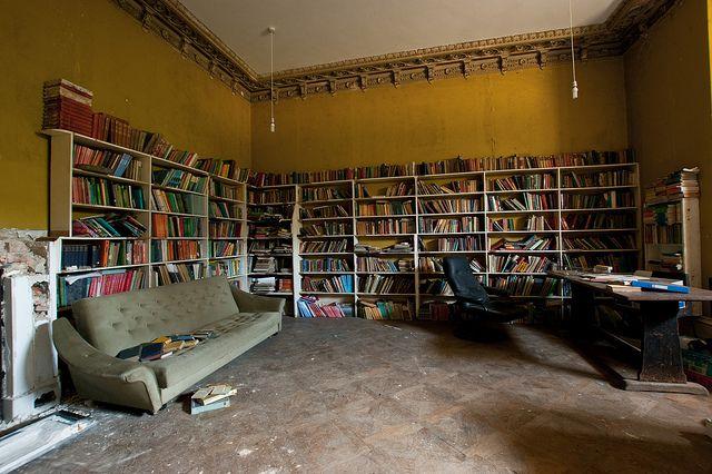 crookham-court-manor-school-abandoned-4