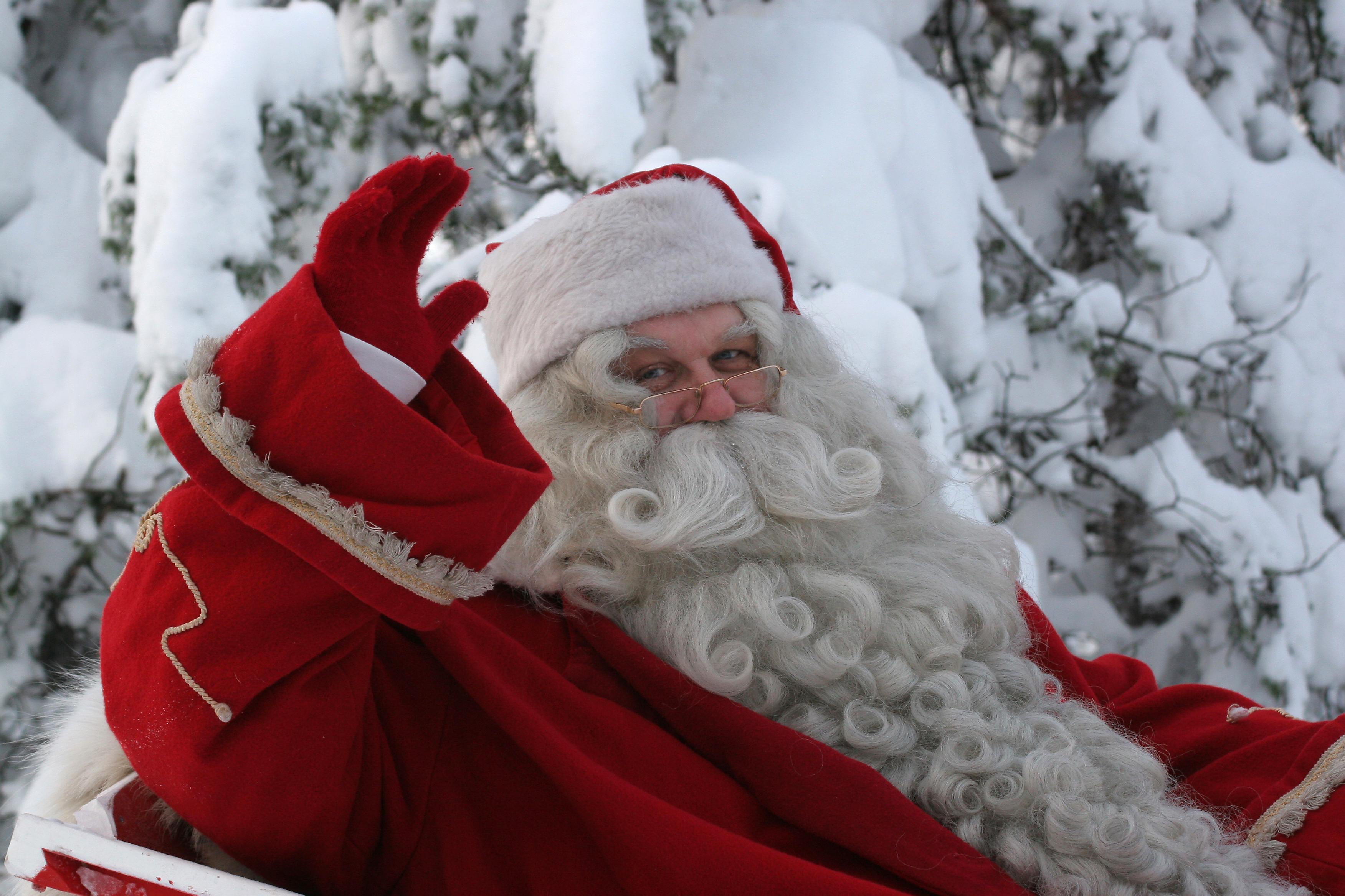 santa-claus-say-hi-christmas
