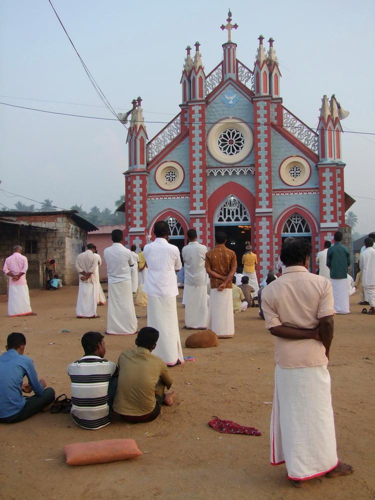 A kis templomba nem fér be minden hívő