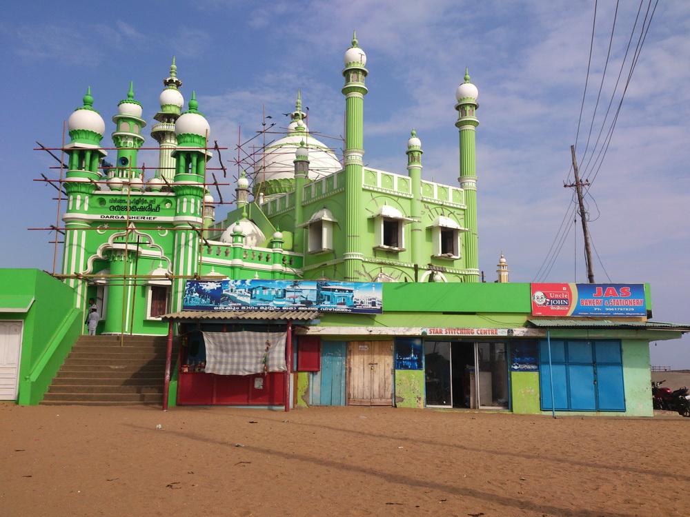 A kis muszlim falunak több mecsetje van