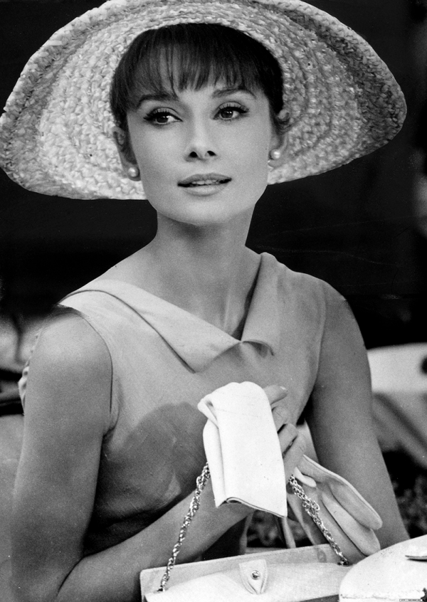 audrey-hepburn-with-hat-and-gloves