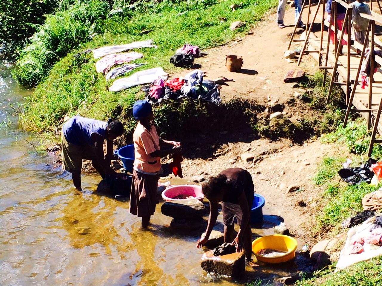 A malgas nők általában fiatalon férjhez mennek és gyereket szülnek, ezután a családjuknak élnek (Fotó: Szabó Nóra)