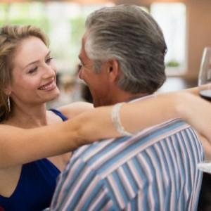 amikor randizni egy idősebb fickóval