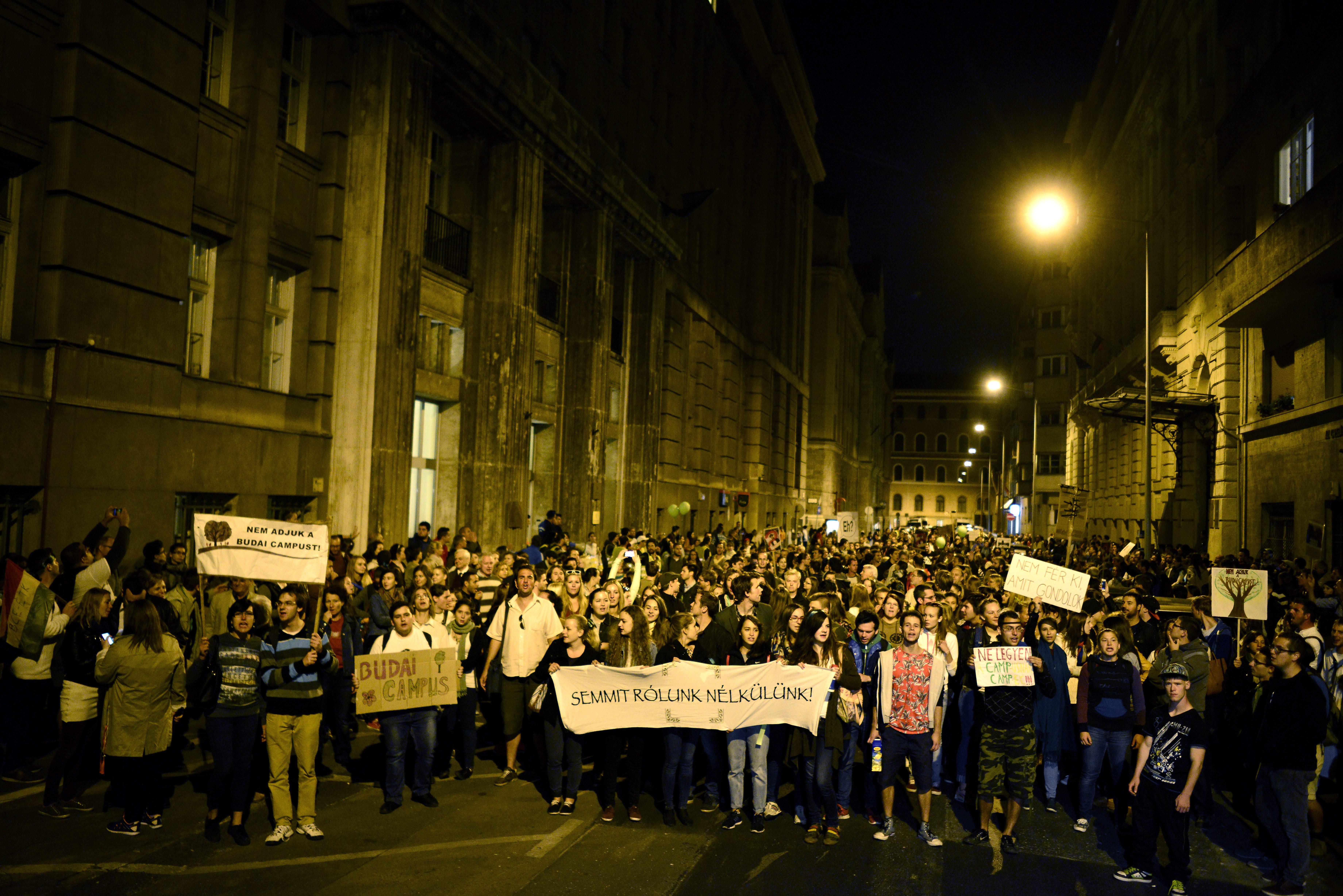 Tüntetés a Corvinus egyetem átszervezése miatt Budapesten