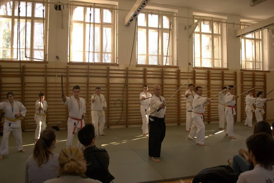 Iskolában a kardforgatás