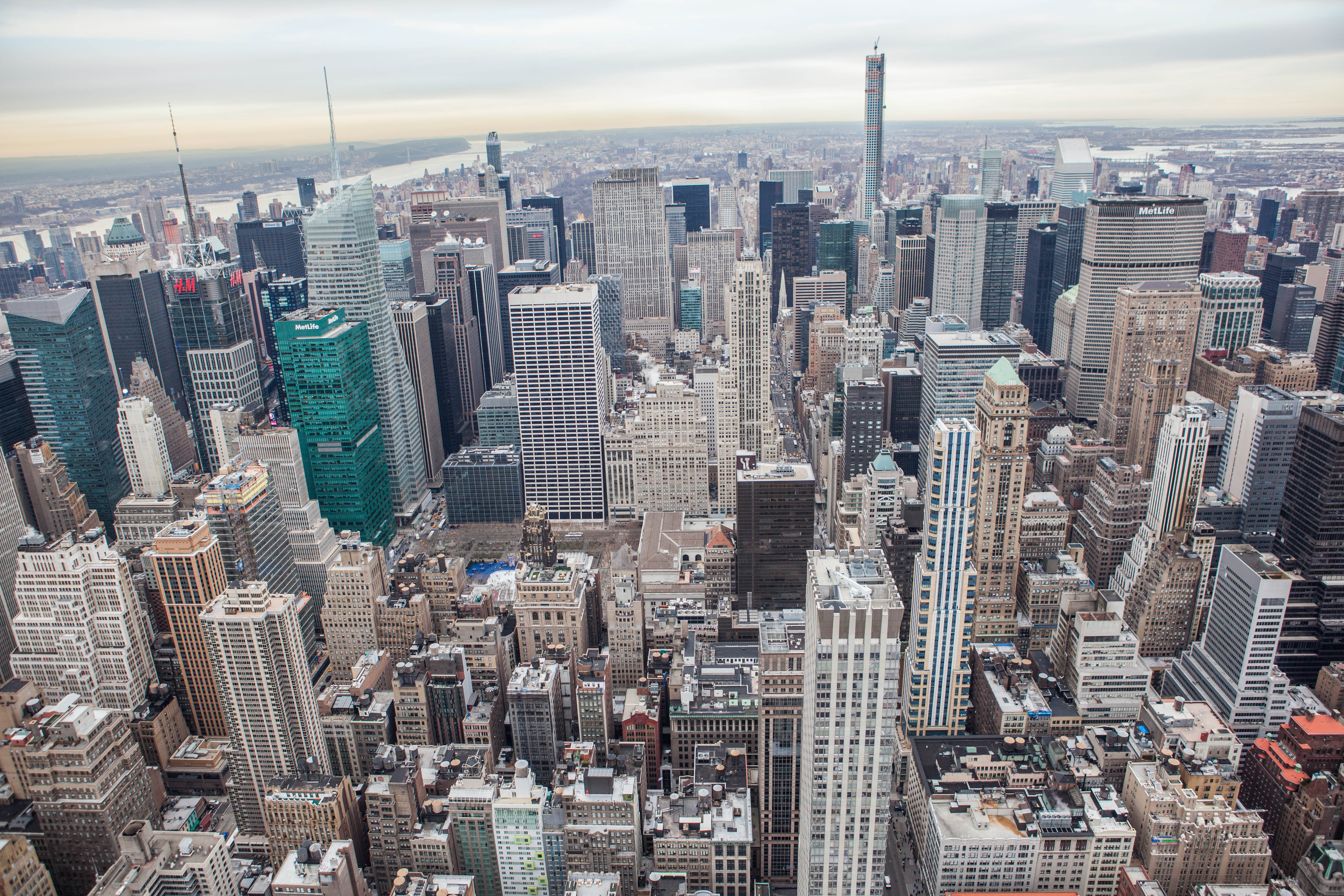 Midtown_Manhattan_and_Times_Square_district_2015