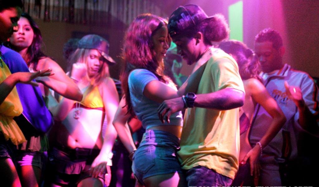feel_the_noise_club_dance_girl_guy_24928_1024x600
