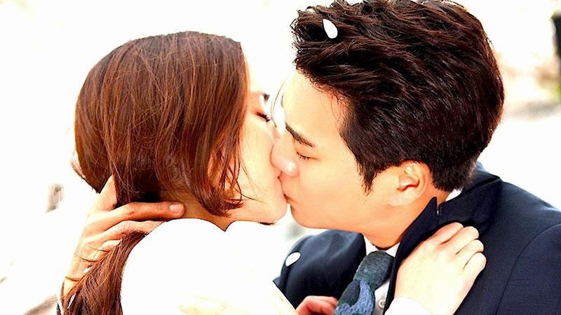 Kissing-Japan