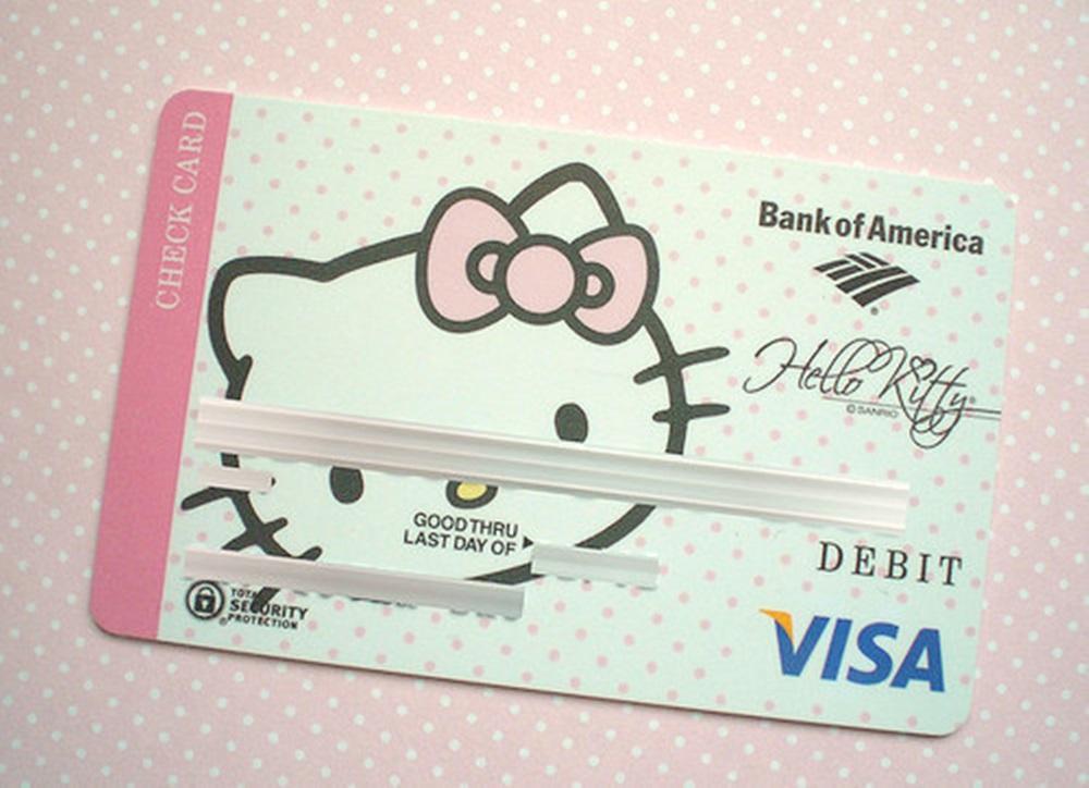 Ki mondta, hogy bankkártyával csak a komoly felnőttek rendelkezhetnek?!