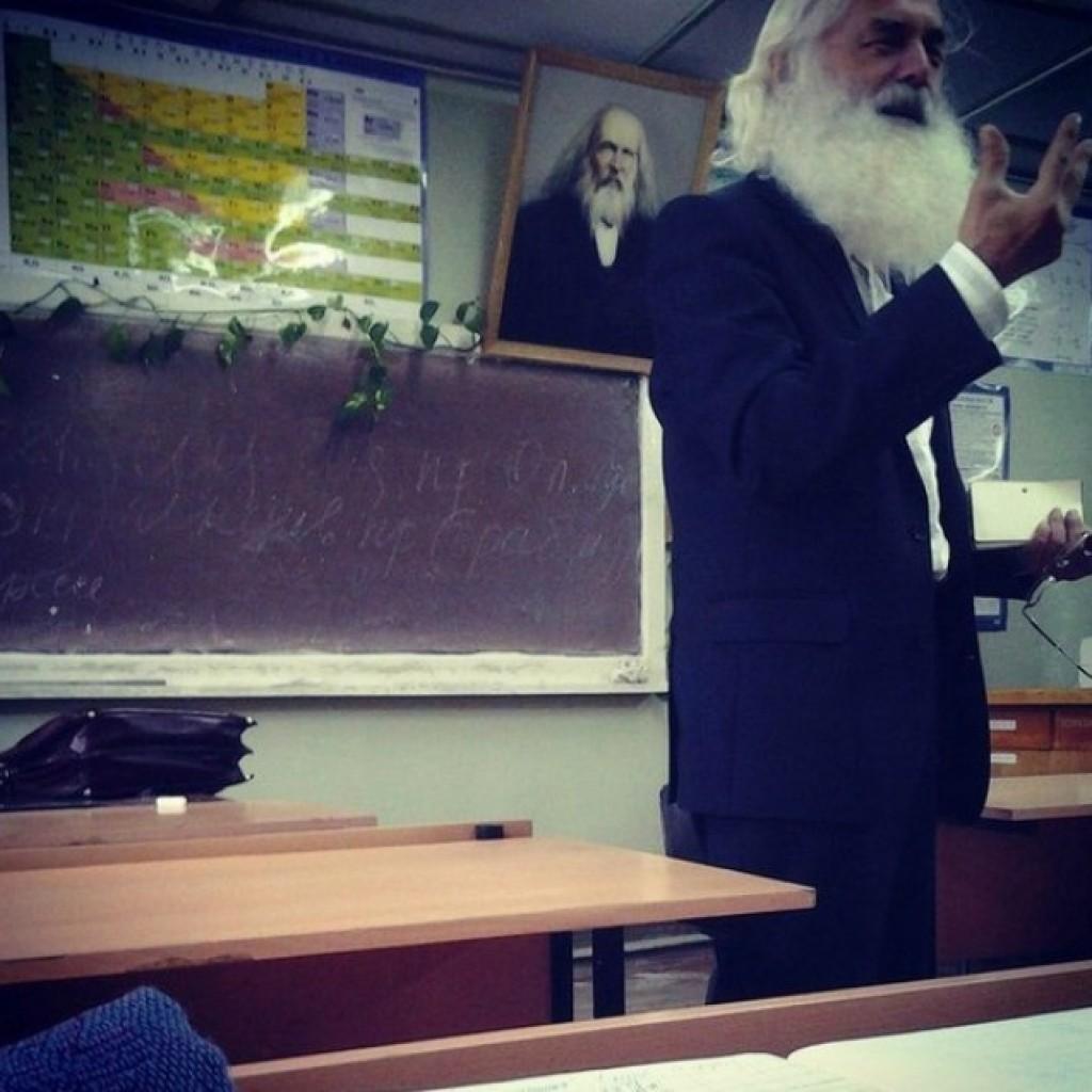 Nincs is hitelesebb annál, amikor a tanár Mendeleyev reinkarnációja.