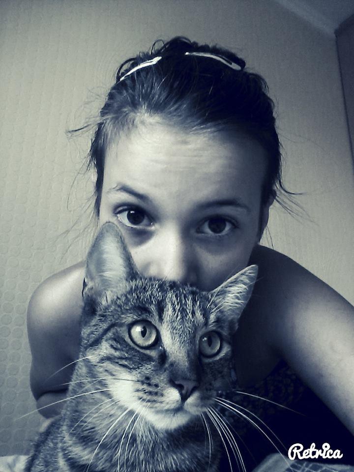 Bánfalvi Luca és cicája