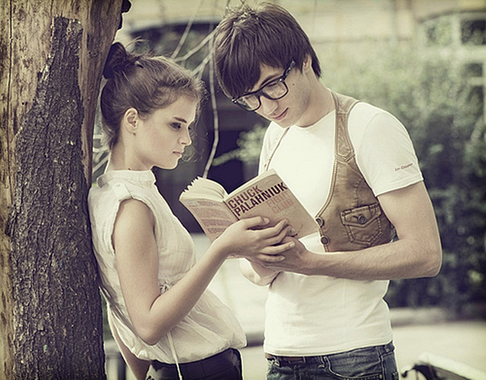 book-boy-chuck-palahniuk-girl-reading-Favim.com-122730
