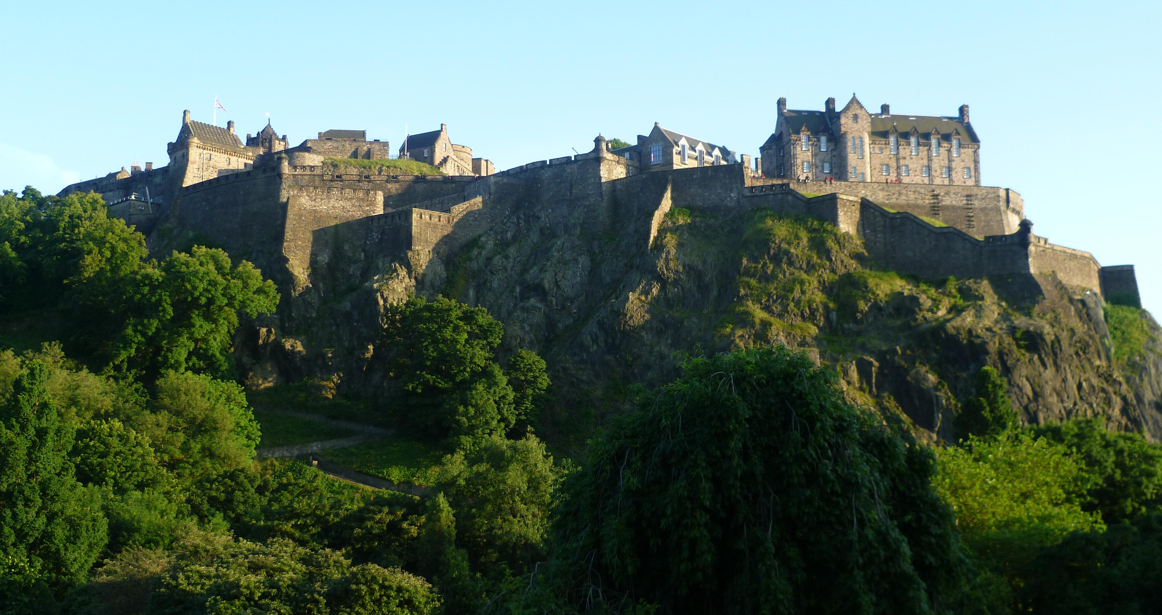 Edinburgh_Castle_from_the_North