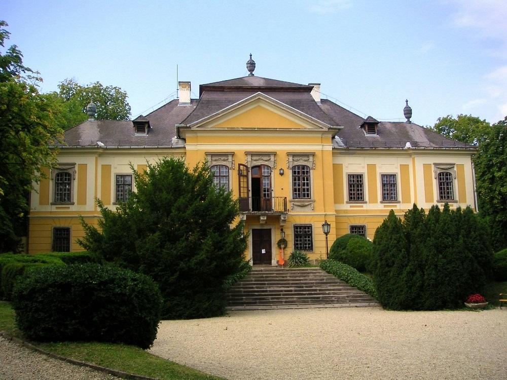 Hungary_Noszvaj_DeLaMotte_palace