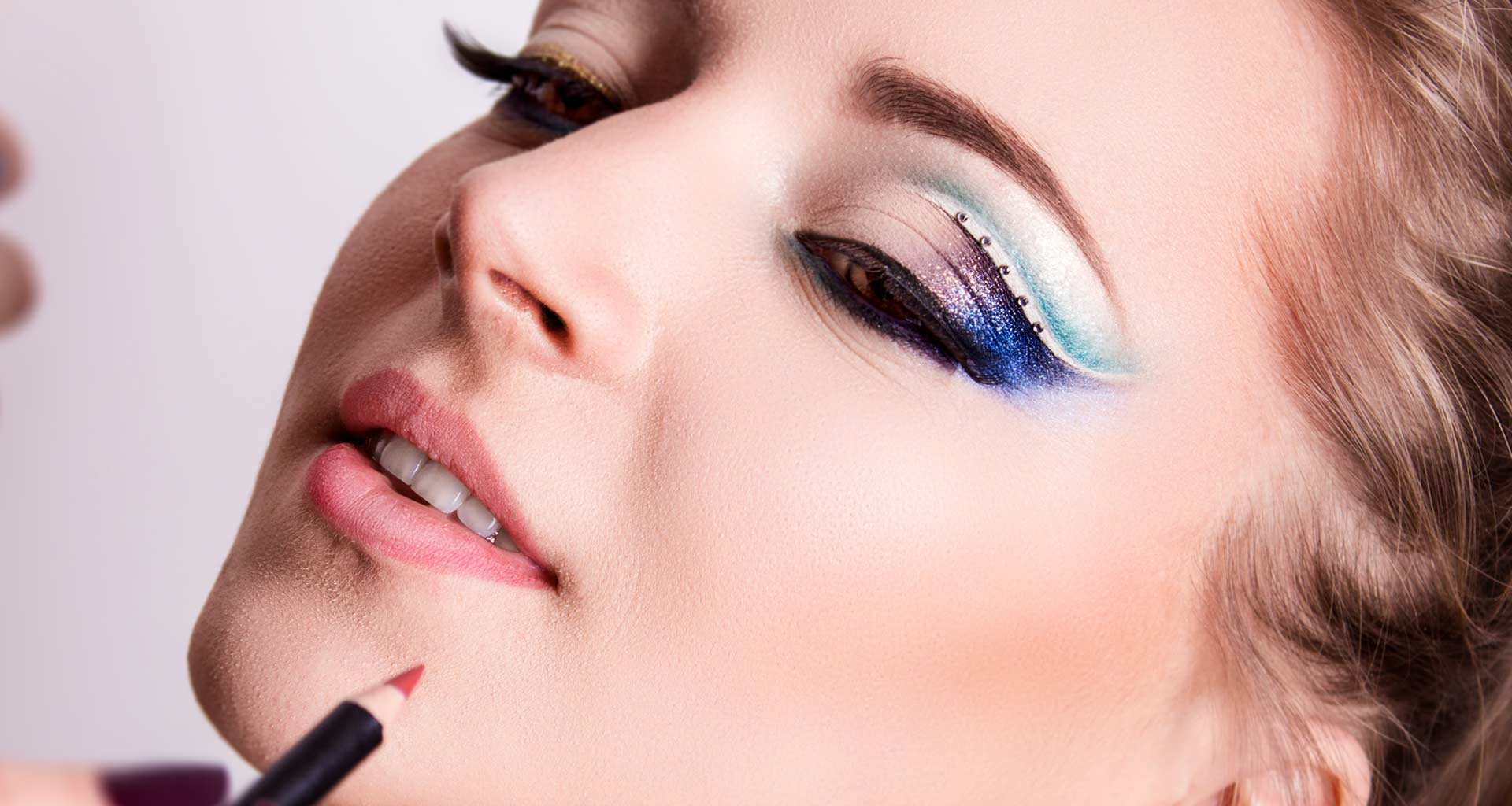 qstudio-make-up-pencil-thecnique-accademia-professionale-makeupartist