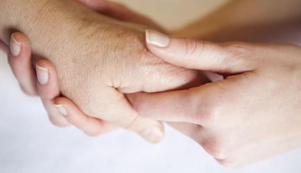 landscape-1433884903-holding-hands