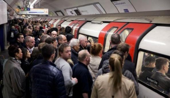 tömeg-a-metrón