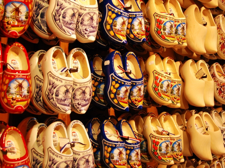 wooden-shoes-photo_985443-770tall