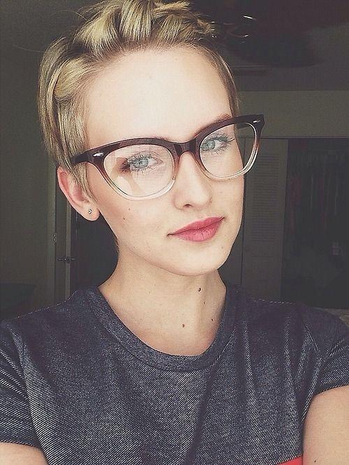 A szemüveg menő - Válaszd az arcformádhoz illő keretet - Középsuli ... 132c033ea1