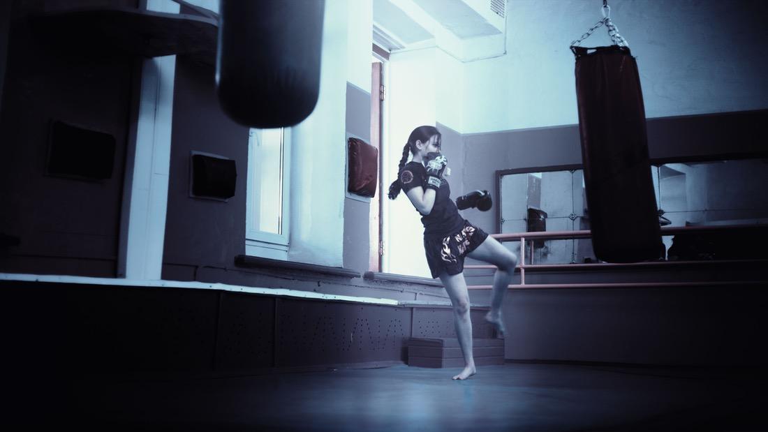 kickboxer-girl-kickboxing-athletic-girl-160920