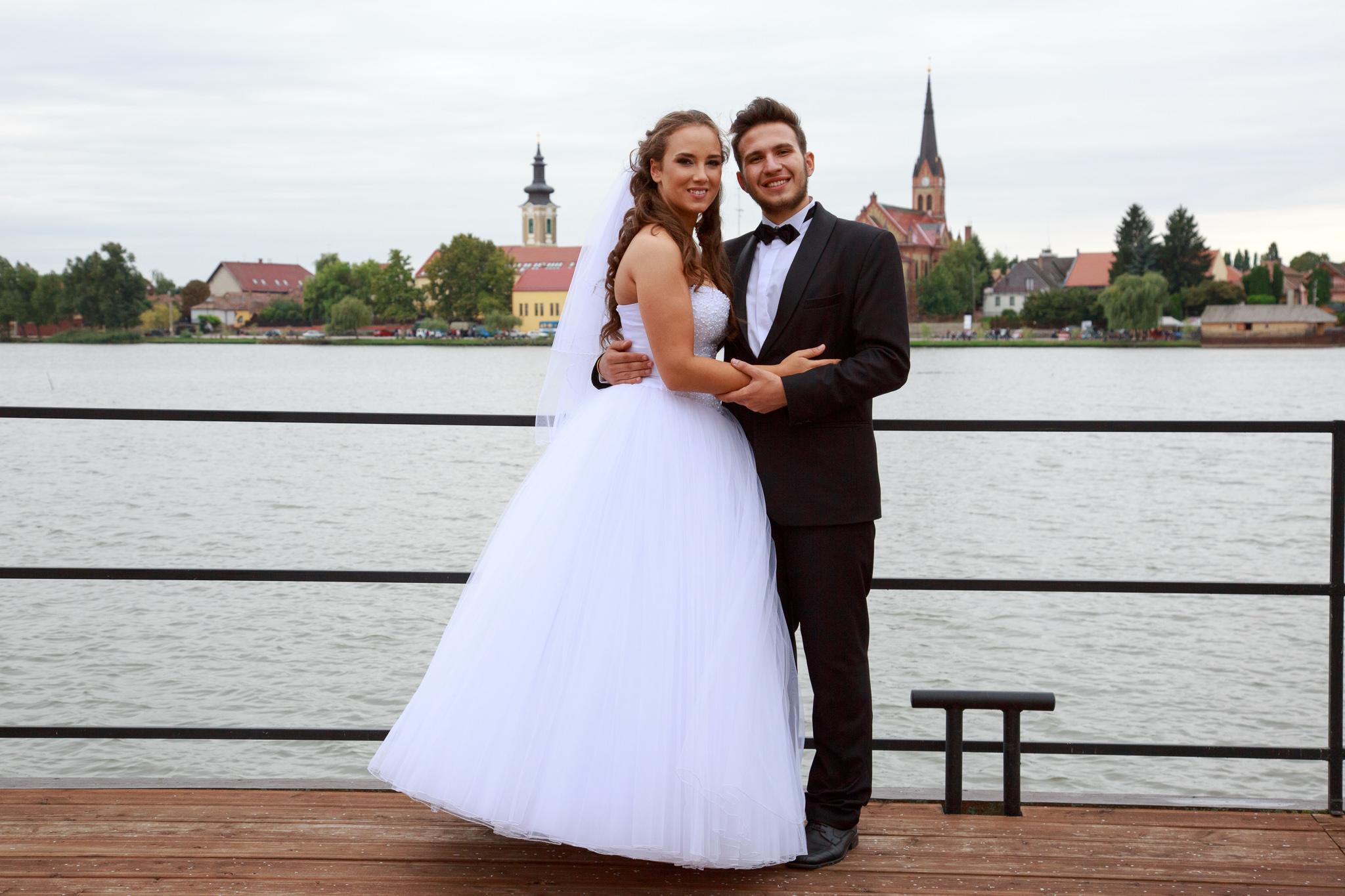 Elképesztő esküvői ruhája volt Rozinak! - Középsuli - magazin ... 47f4e41645